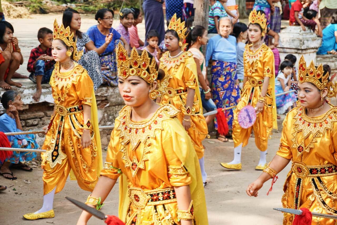 Myanmar photos colorful Burmese clothing