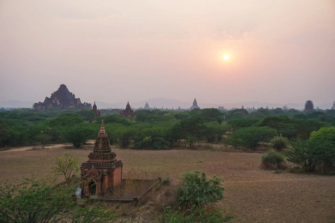 Myanmar photos temples at Bagan Burma