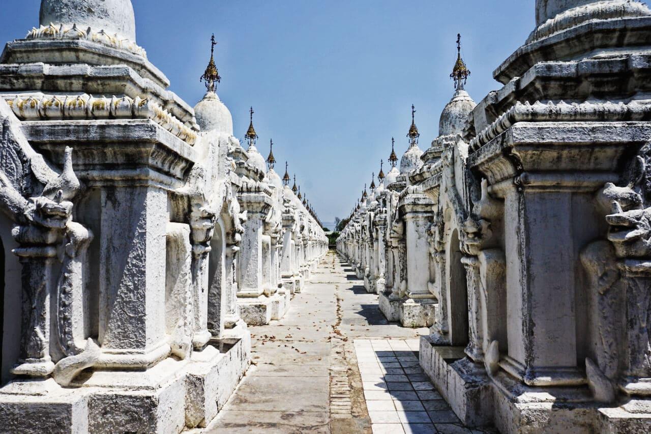 Myanmar photos a Burma temple in Mandalay
