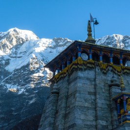 Kedarnath-top-with-mountains-traveller-priyo