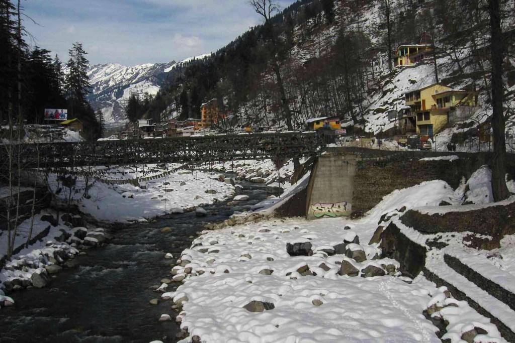 Beas-river-manali-ice-traveller-priyo