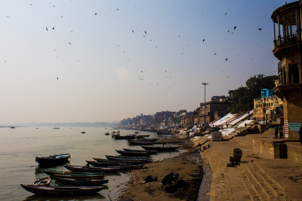 morning-varanasi-ghat-traveller-priyo
