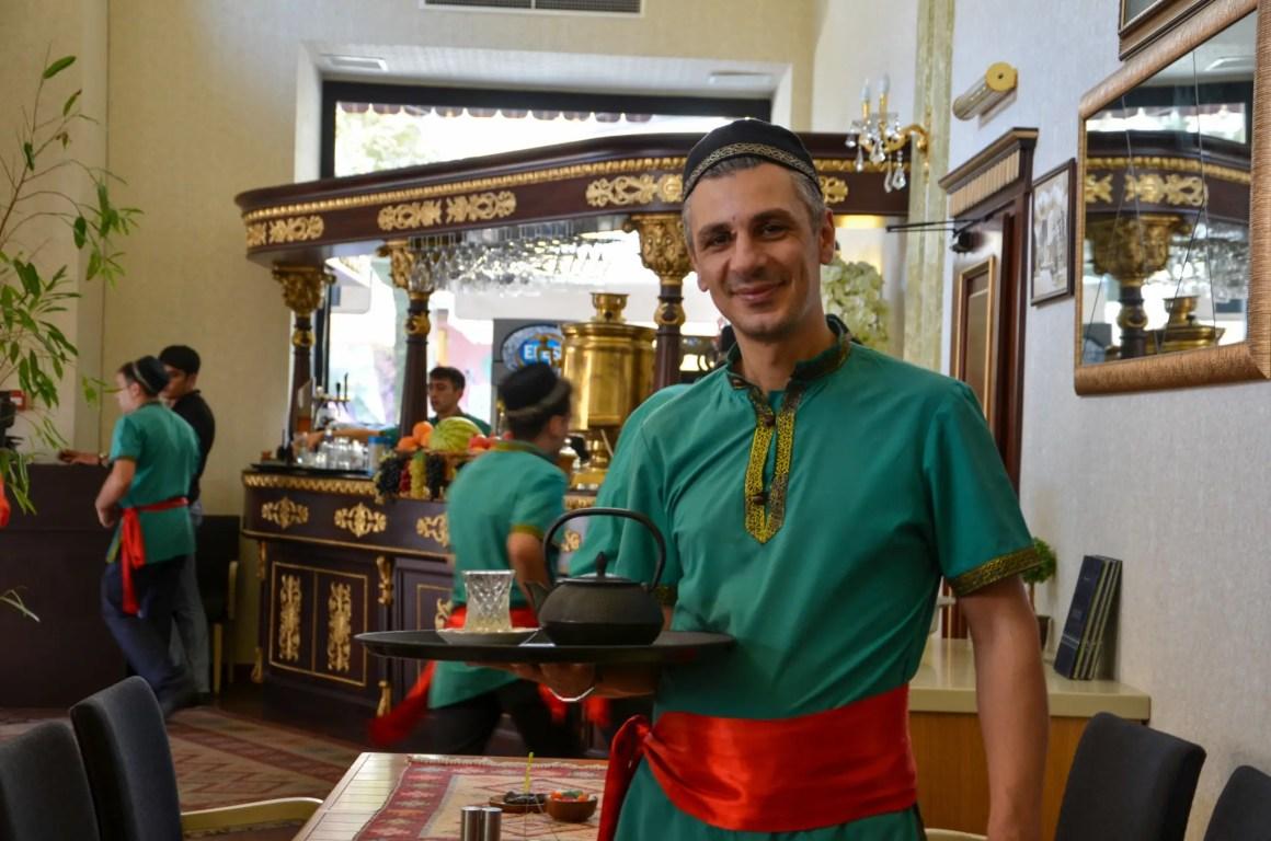 Uit eten gaan in Azerbeidzjan betekent thee drinken