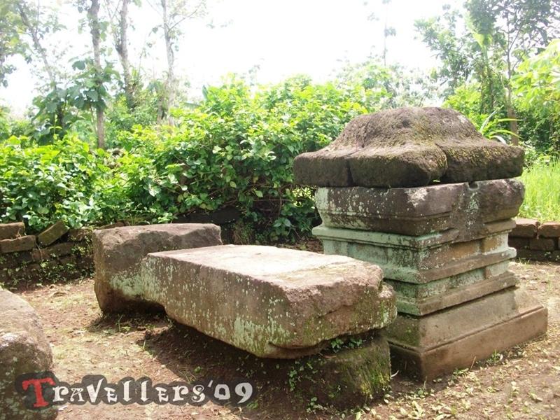 Menelusuri Situs Peninggalan Sejarah di Hutan Brongkos 1