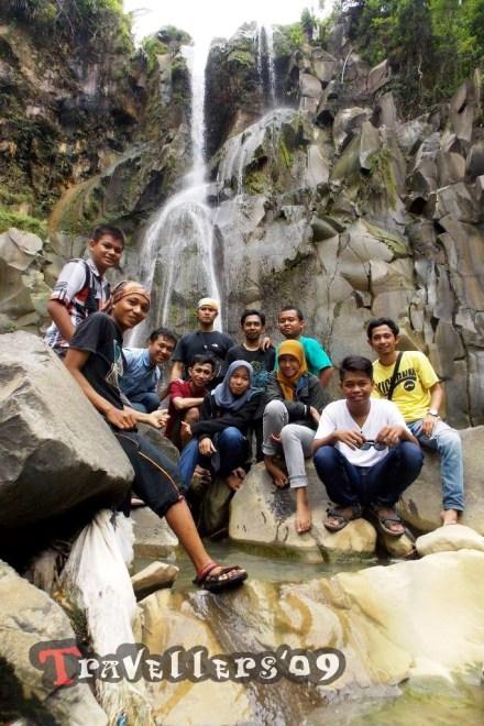 travellers on jurug bening