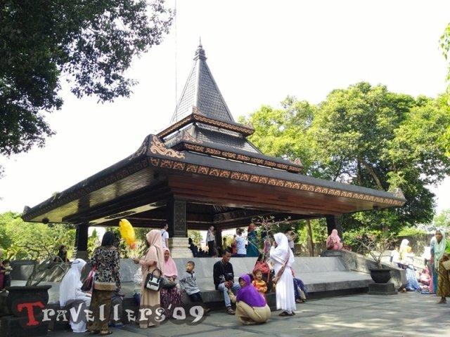 Makam Bung Karno, Kota Blitar 3