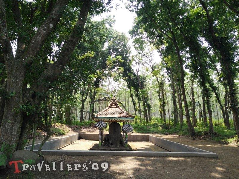 Watu Gajah Kediri, De Stenen Olifant van Paree 1