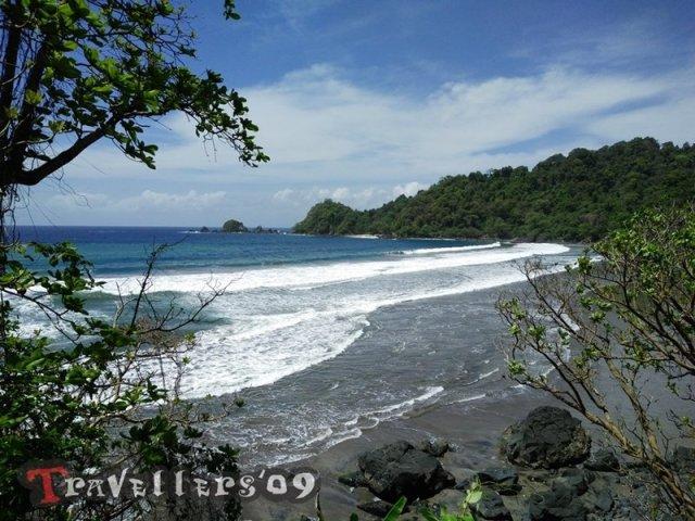 Pantai Karang Nritep di Barat Pantai Jolosutro Blitar 2
