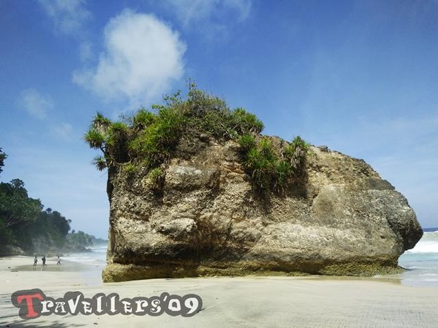 Pantai Lumbung Tulungagung dengan Pesonanya yang Menawan 4