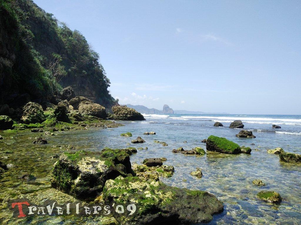 Pantai Bukit Indah A.K.A Umbul Baros Blitar, Pantai dengan Air Terjun yang Indah 1