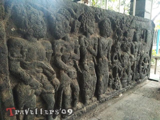 Situs Panji Gambyok, Relief Figur Bertopi di Kediri 12