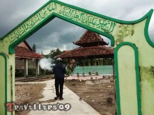 Prasasti Cemandi Desa Kunir Blitar, Prasasti Kuno di Lingkungan Pesantren 2