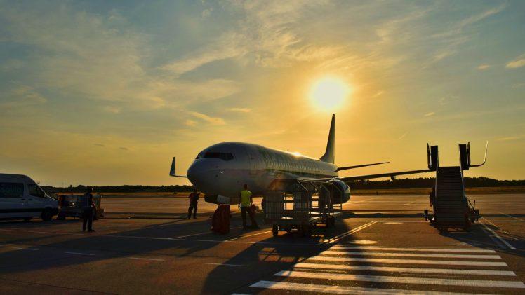 Συμβουλές και οδηγίες για ταξίδια με αεροπλάνο εντός Ελλάδας και από/προς Ελλάδα. Covid-19 security travel measures.
