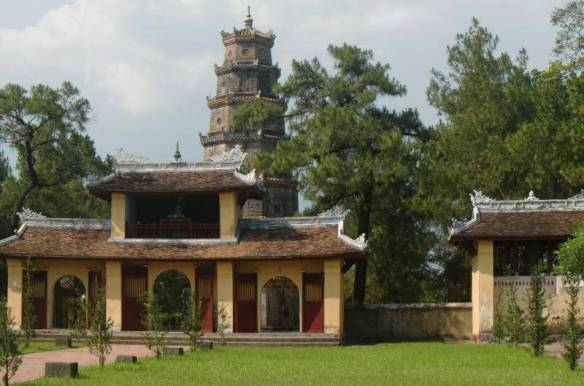 Пагода Тьен Му в Хюэ (Вьетнам)