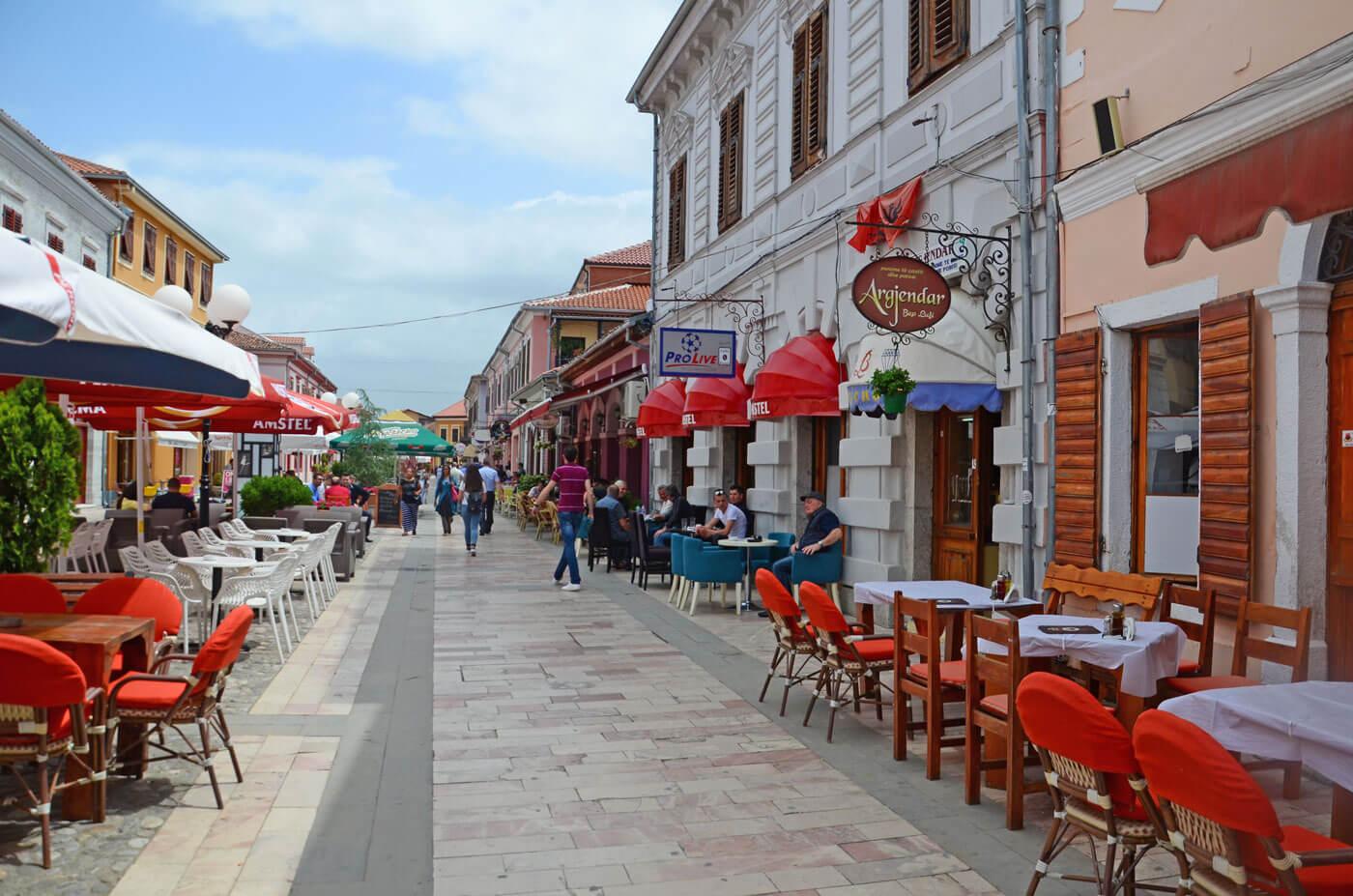 Winkel promenade in Shkoder, Albanie.