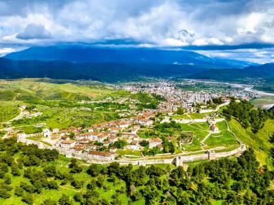 Fort van Berat van boven af bekeken