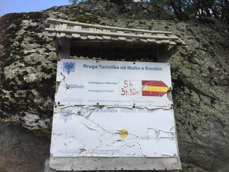 Radomire-Bewegwijzeringsbord-in-dorp-