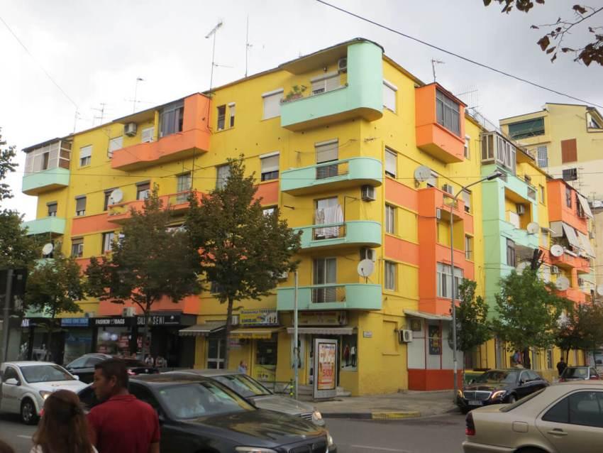 HZ-beschilderd-gebouw-tirana