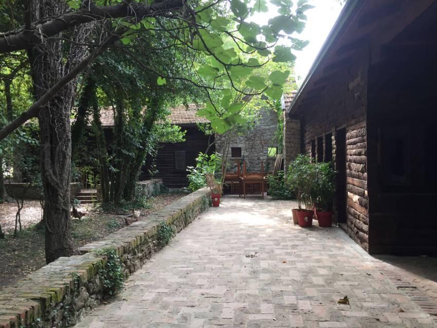 jachthotel zelfde plek als waar ciano stond, lezhe albanie