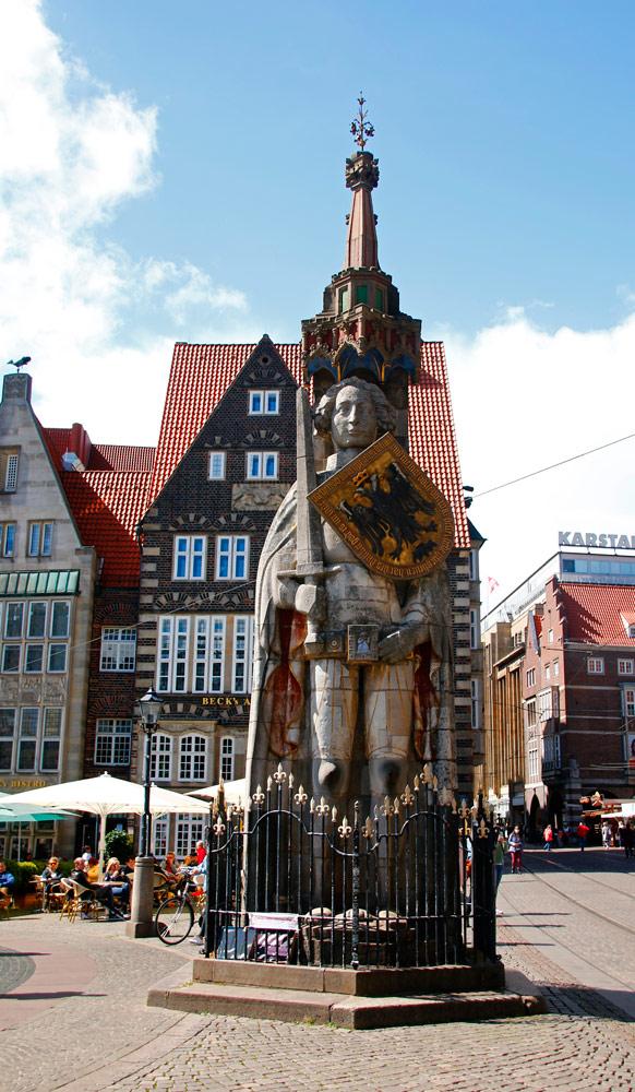 Der Bremer Roland ist 10 Meter hoch und ist die größte Rolandsstatue in Deutschland