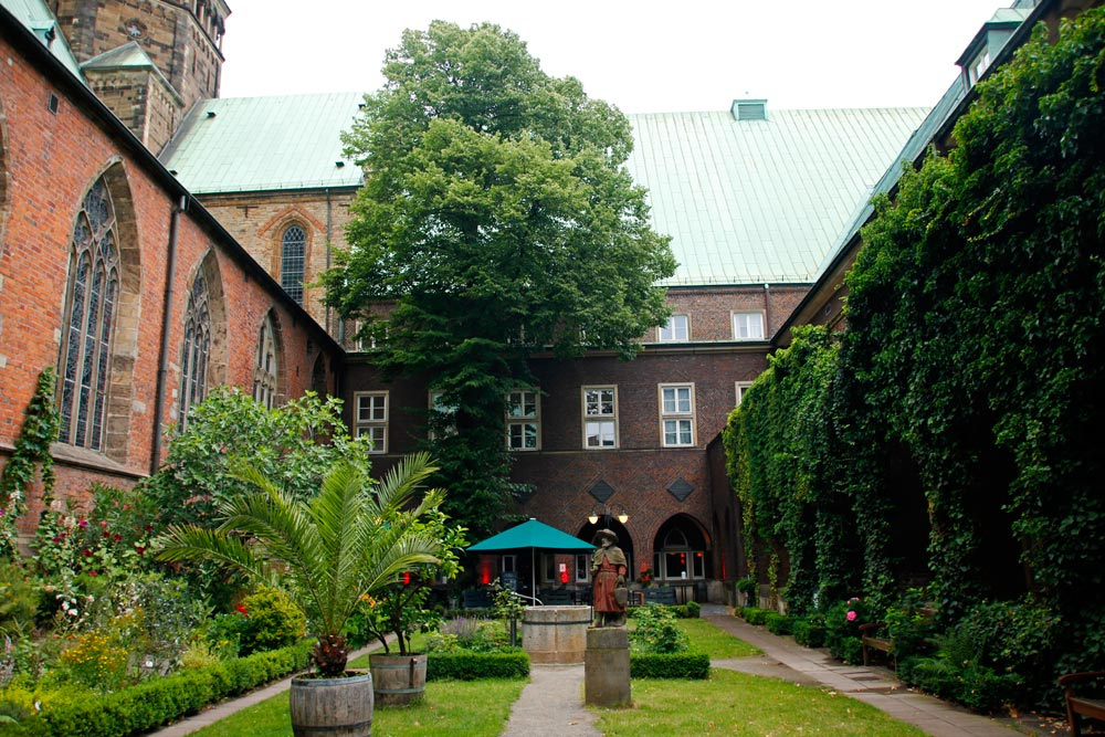 Der Bibelgarten des Doms in Bremen ist ein Ort der Ruhe in der Hansestadt