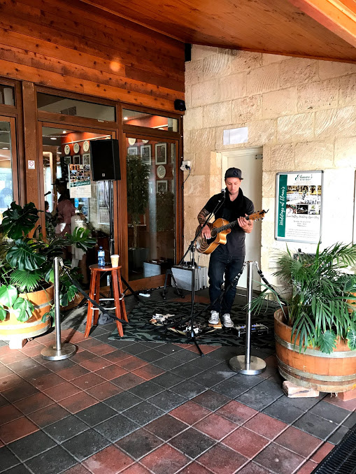 live-acoustic-music-at-elmars-in-the-valley