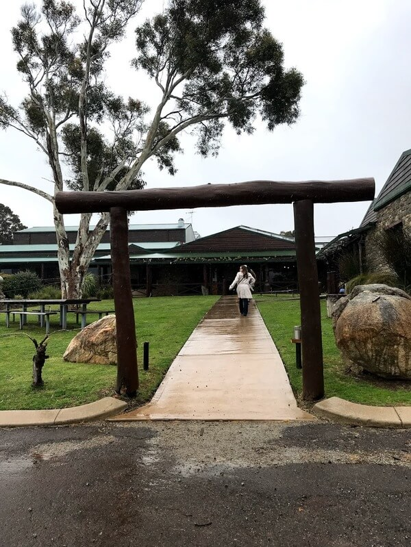 alkoomi-winery-entrance-leading-up-a-garden-path-in-frankland-river-in-great-southern
