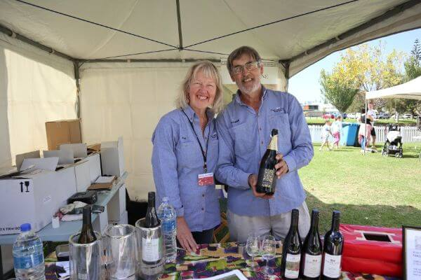 julie and richard from parish lane wine holding a bottle of sparkling wine at the albany wine and food festival