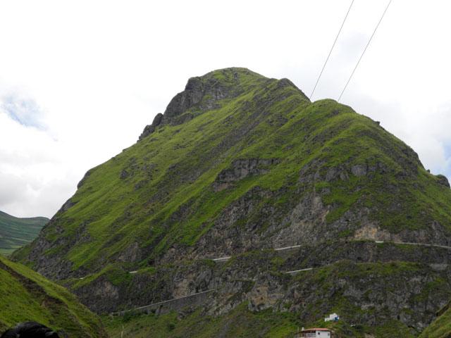 Montaña Nariz del Diablo desde la parada fotográfca