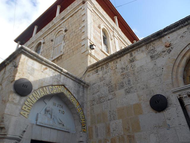 Estaciones 3 Primera Caída y 4 Encuentro con al Virgen Via Dolorosa,  Jerusalén