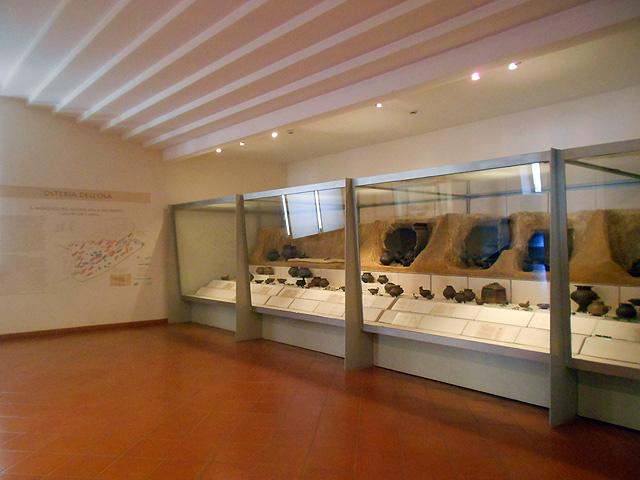Sala del-museo de las termas de Diocleciano con restos prehistóricos