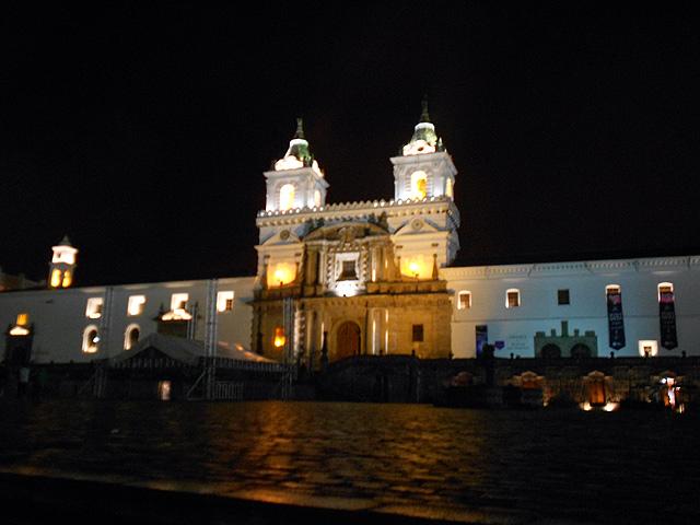 plaza-e-iglesia-de-san-francisco