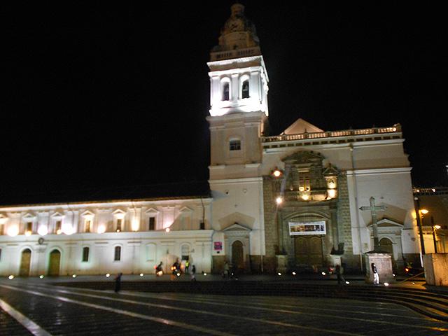 ruta-nocturna-por-el-centro-historico-de-quito