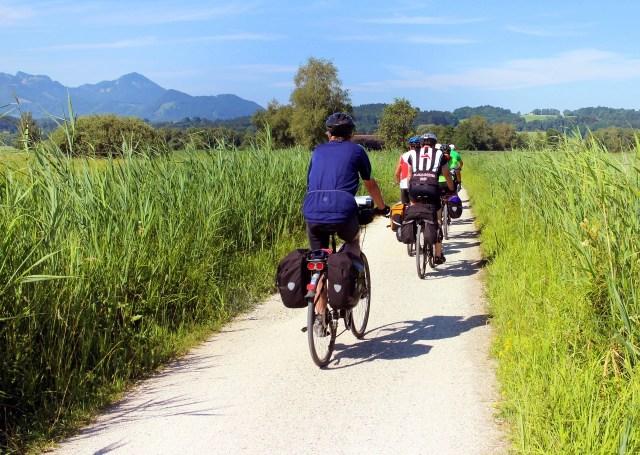 cyclists-847896_1920