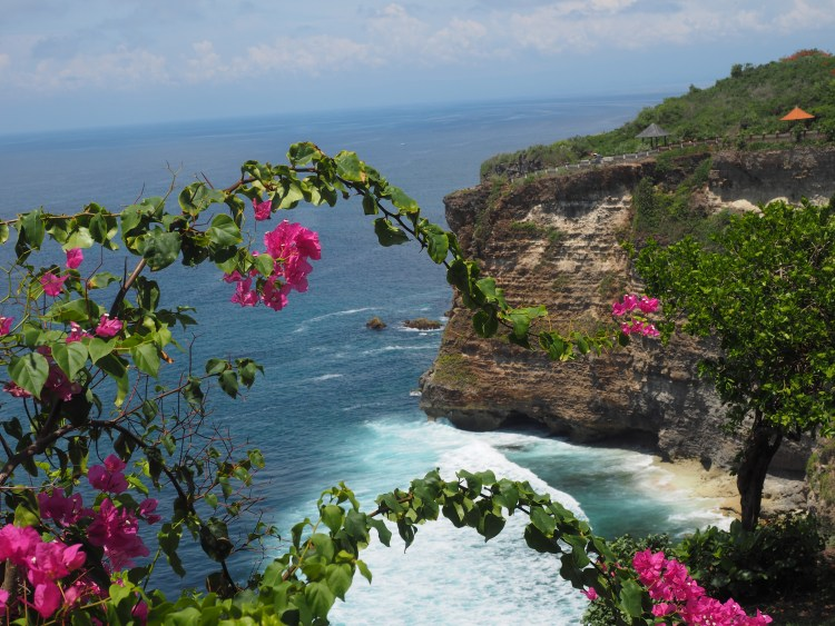 uluwatu-temple-bali-cliff