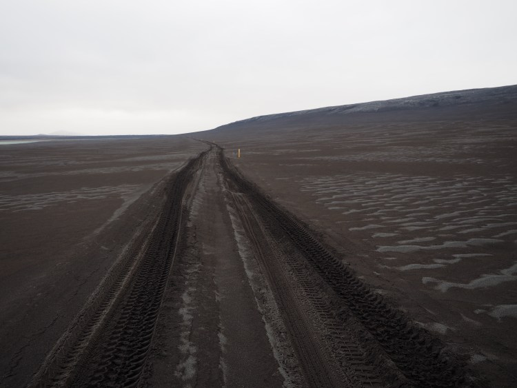 iceland-highlands-black-sand
