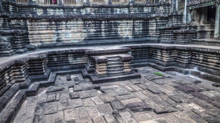 angkor-wat-siem-reap-sunrise-travel-blog-cambodia-budget-backpacking-solo
