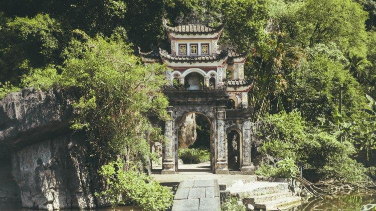 ninh-binh-vietnam-travel-blog-travelling-the-world-solo-female-travel