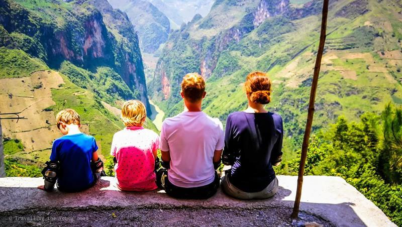 ha giang loop, zelf rijden, vietnam met kinderen, wereldreis met kinderen, les van tes, gezin op reis, leerplichtige kinderen, reizen en leerplicht, wereldschool, afstandsonderwijs, ha giang motorloop