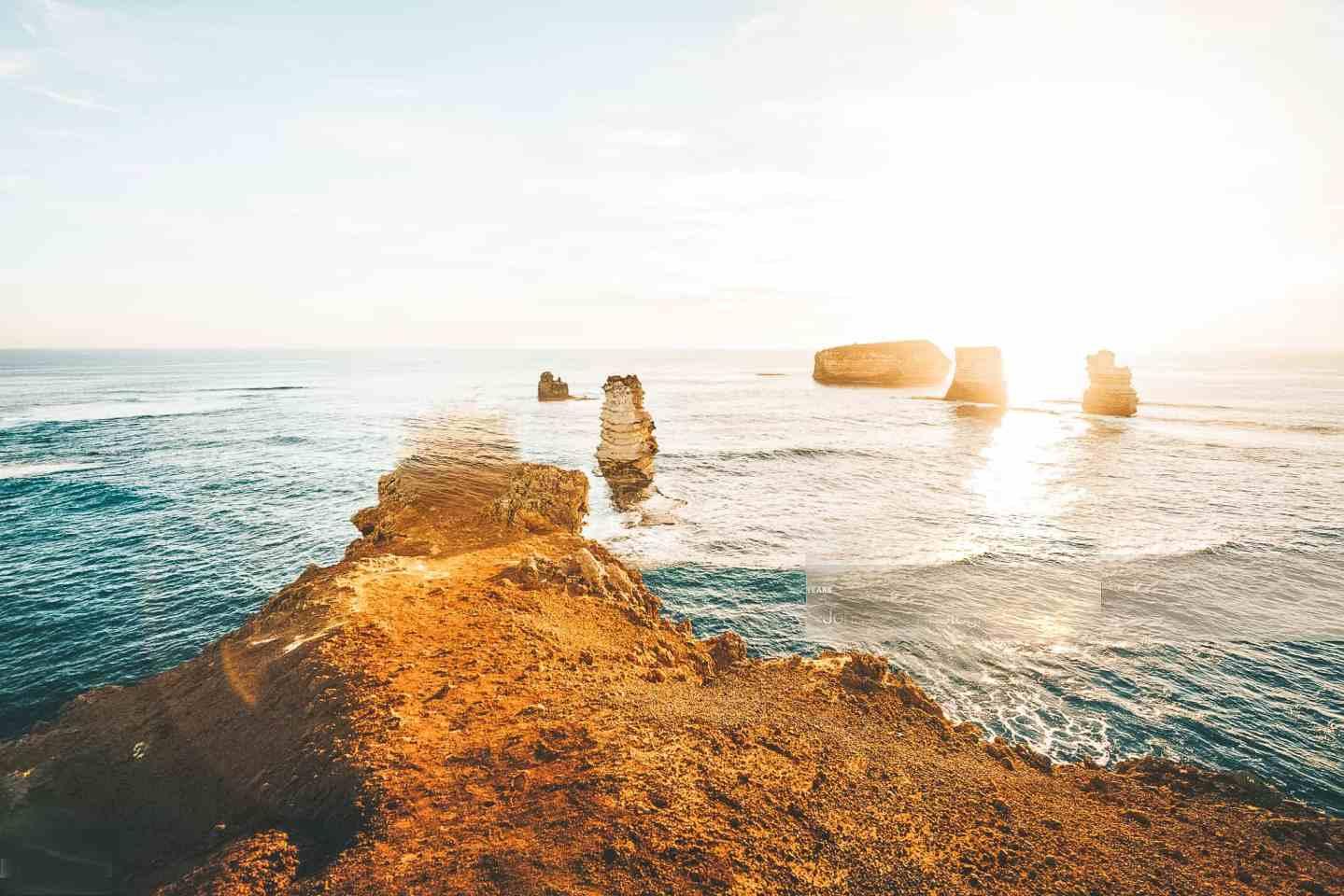 Coastal view onto rocks in the ocean.
