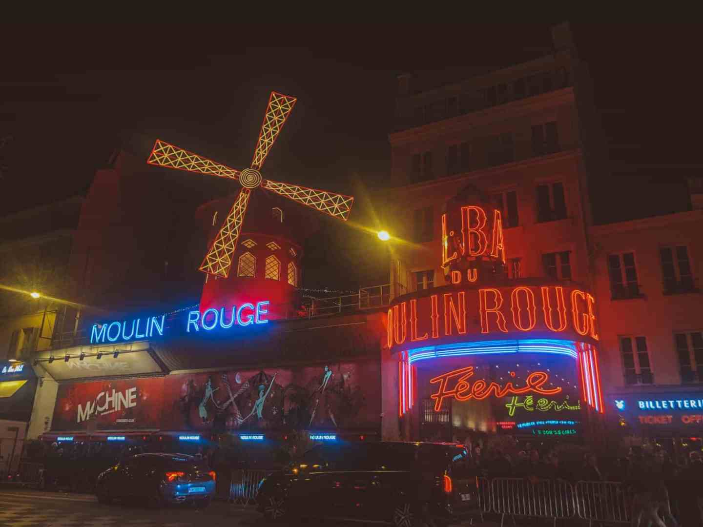 The moulin rouge at night time