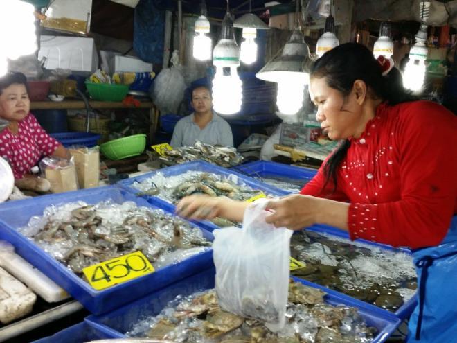 Buying dinner at Naklua fish market