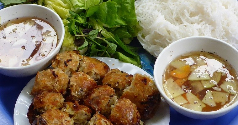 Street food tour in Hanoi