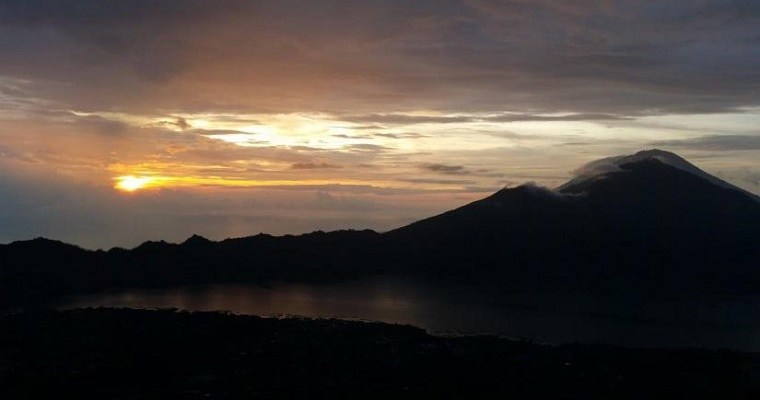 Sunrise hike at Batur volcano