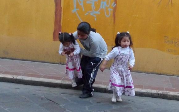 P1030191 Ecuadorian Father & Daughters - Copy