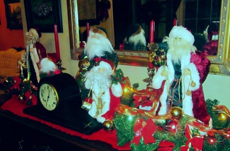 3 Santas Crop