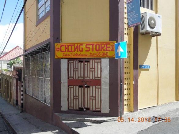 旅季末暂时关门的中国店