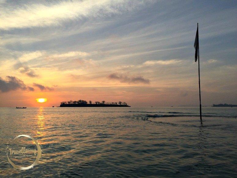 Sensasi Terdampar di Pulau Pasir Lombok