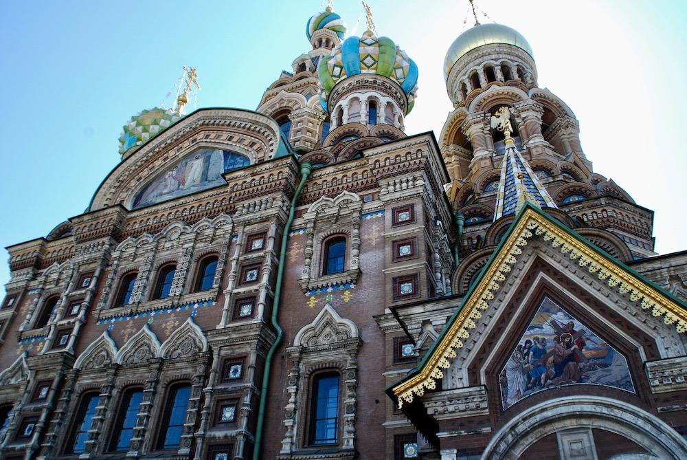 Stedentrip vol architectuur Kathedraal van de Verlosser op het Bloed in Sint Petersburg Rusland