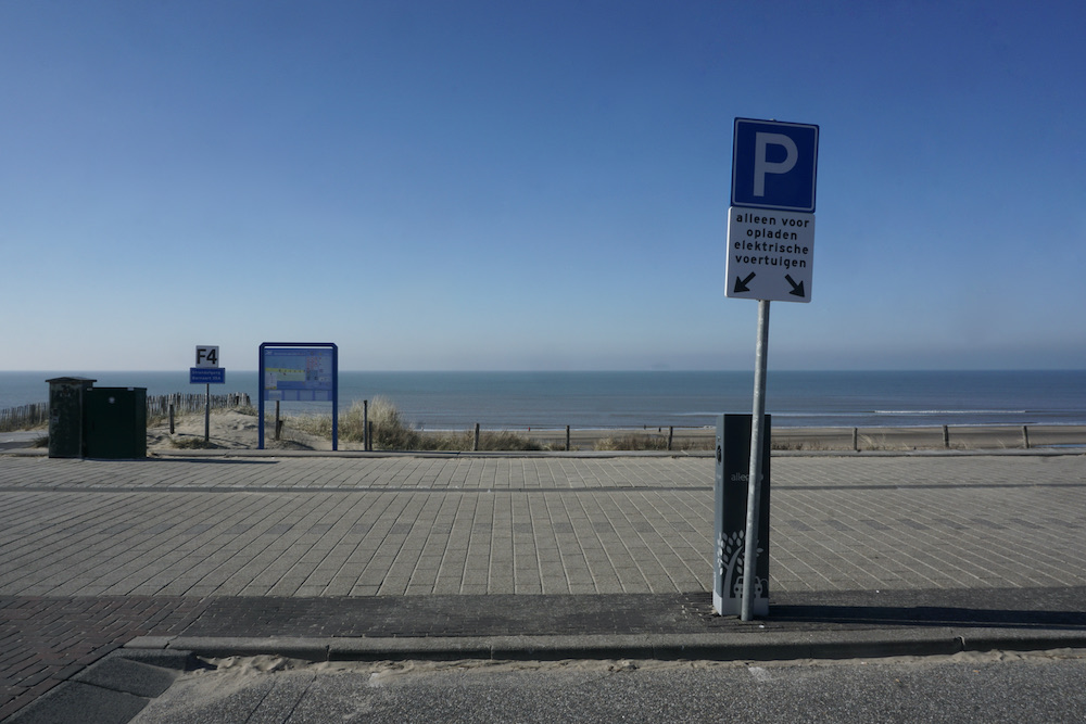 Parkeren elektrische auto in Zandvoort